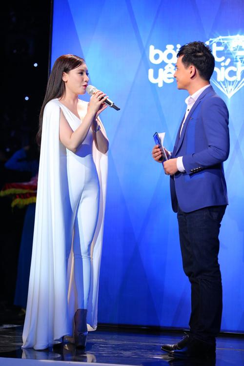 Hồ Quỳnh Hương khoe vóc dáng trẻ trung - 4