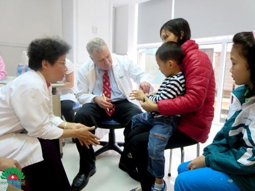BV Hồng Ngọc phẫu thuật từ thiện thành công cho 26 trẻ dị tật - 3