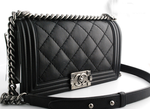 Người Trung Quốc xếp hàng đổ xô mua Chanel hạ giá - 4