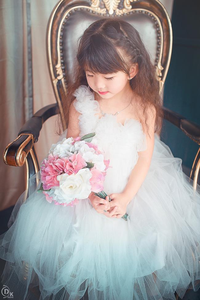 Hình ảnh dễ thương của bé gái lai xinh đẹp