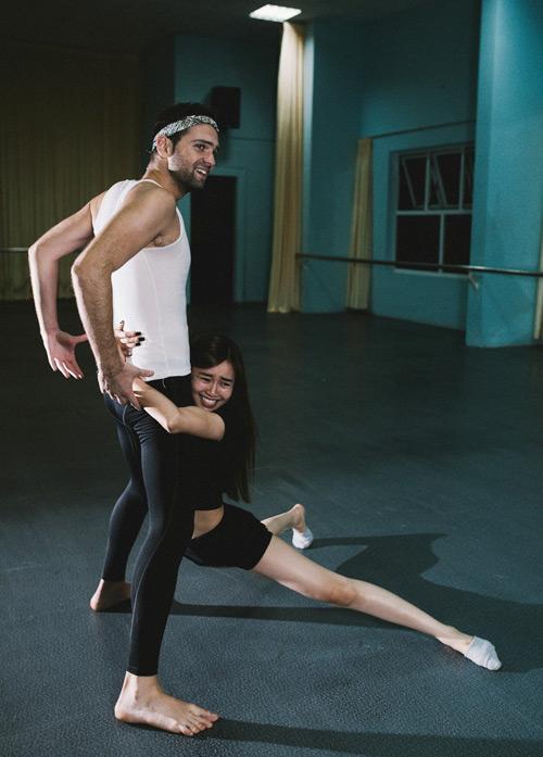 Lan Ngọc khoe chân dài thẳng tắp trong phòng tập - 6