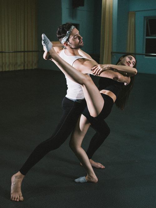 Lan Ngọc khoe chân dài thẳng tắp trong phòng tập - 5