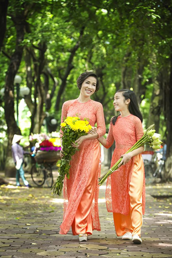 Diva Mỹ Linh sinh ra và lớn lên ở Hà Nội. Cô dành cho Hà Nội một tình yêu tha thiết không thể nói bằng lời.