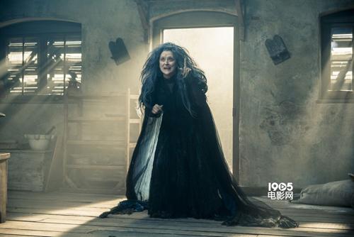 """Những dì ghẻ, phù thủy độc ác """"khét tiếng"""" trên màn ảnh - 8"""