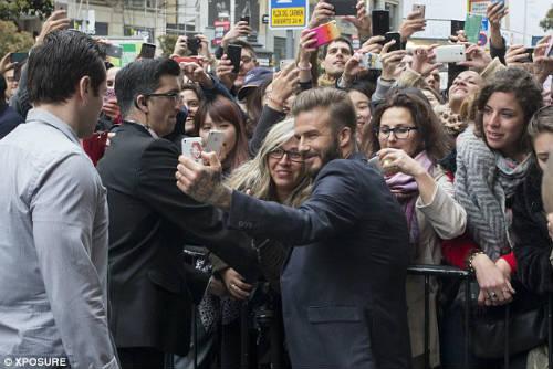Beckham bỗng xuất hiện trên chợ sex online - 4