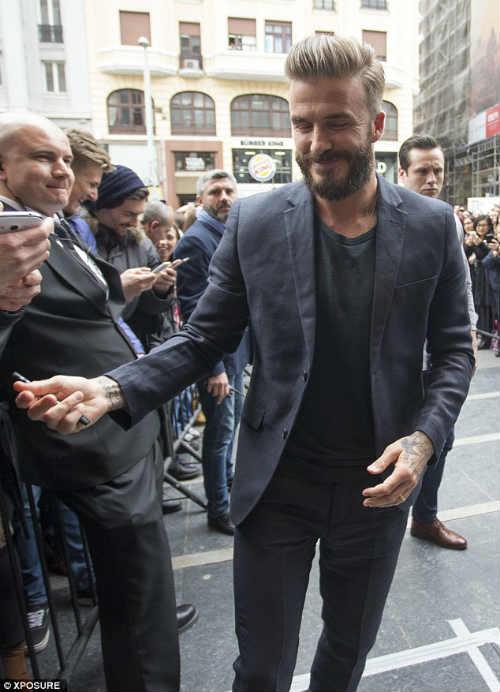 Beckham bỗng xuất hiện trên chợ sex online - 7