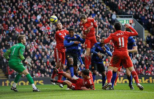Liverpool đụng MU ở Anfield: Mối thù truyền kiếp - 1