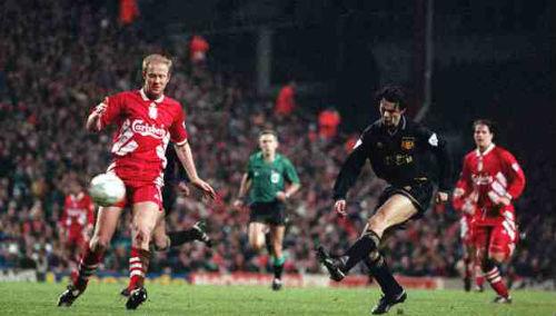 Liverpool đụng MU ở Anfield: Mối thù truyền kiếp - 2