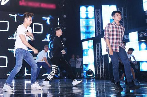 """Isaac """"đốn tim"""" fan nữ trên sân khấu HTV Awards - 3"""