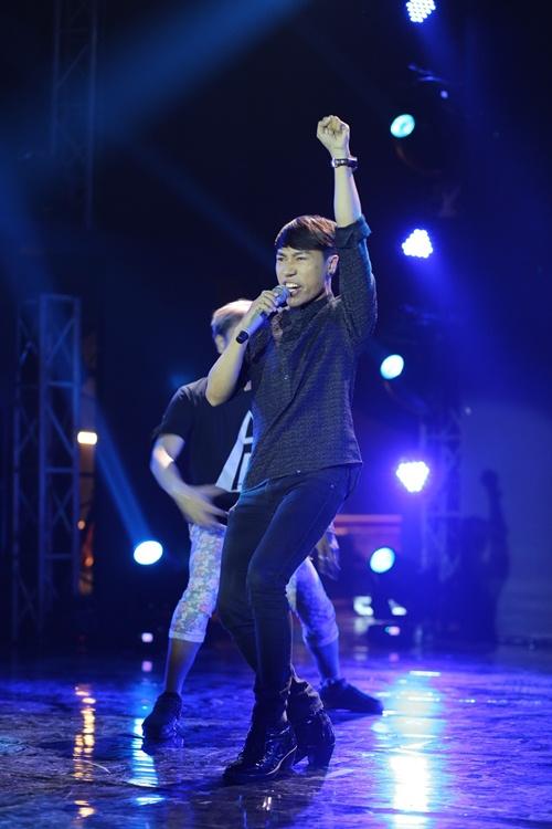 """Isaac """"đốn tim"""" fan nữ trên sân khấu HTV Awards - 11"""