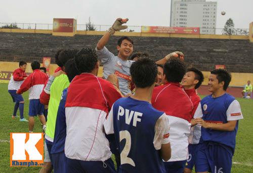 Chung kết giải U19 QG: Đội bóng nhà bầu Hiển mất Cup - 2