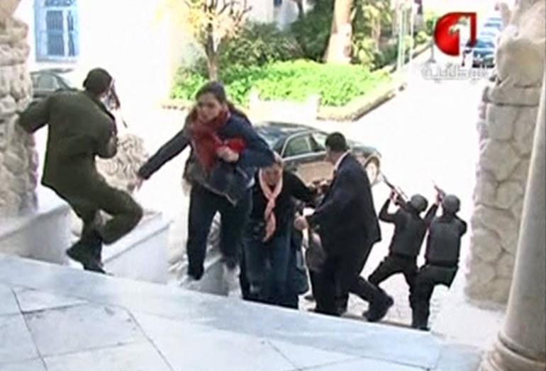 Video vụ thảm sát kinh hoàng khiến 25 người chết ở Tunisia - 1
