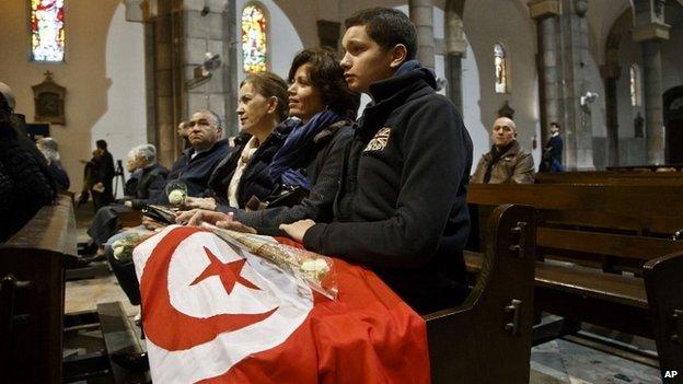 Video vụ thảm sát kinh hoàng khiến 25 người chết ở Tunisia - 2