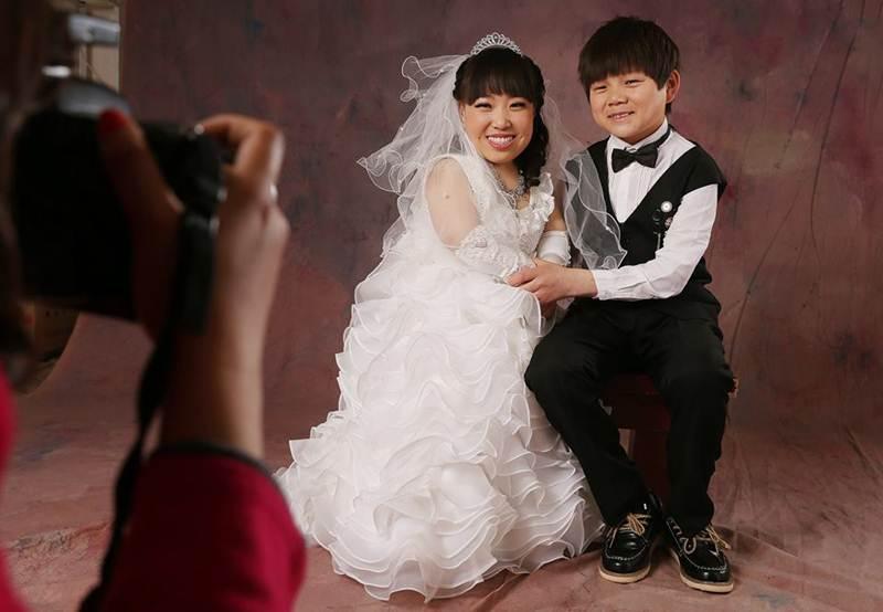 Đám cưới đẹp như cổ tích của cặp đôi siêu tí hon - 1