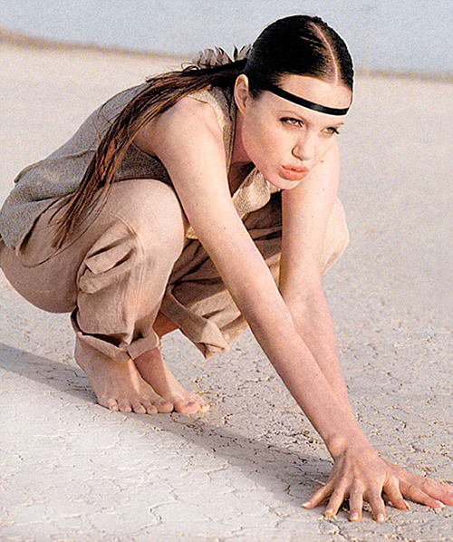 Ảnh làm mẫu năm 18 tuổi gây sốt của Angelina Jolie - 2