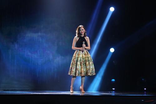 Thủy Tiên quá đỗi gợi cảm trên sân khấu HTV Awards - 11