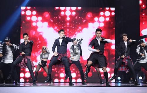 Thủy Tiên quá đỗi gợi cảm trên sân khấu HTV Awards - 9