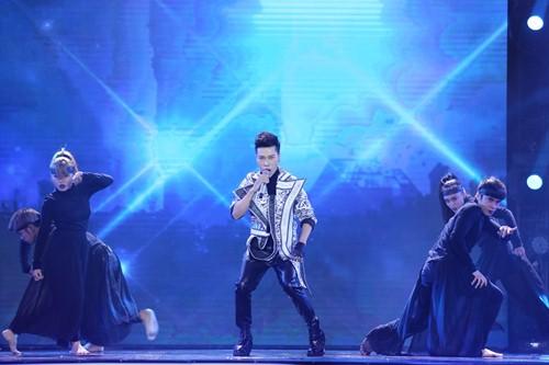 Thủy Tiên quá đỗi gợi cảm trên sân khấu HTV Awards - 12