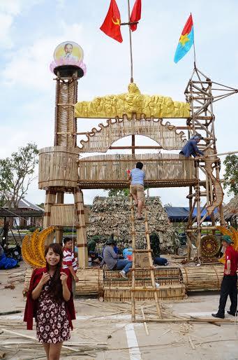 Dân đổ về tham quan tượng đài Mẹ Việt Nam Anh hùng - 8