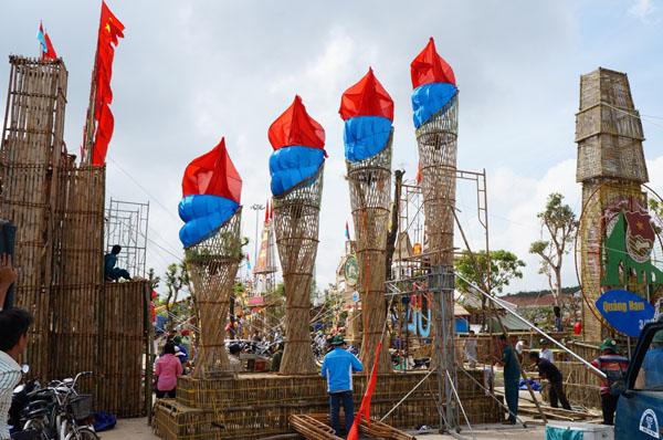 Dân đổ về tham quan tượng đài Mẹ Việt Nam Anh hùng - 9