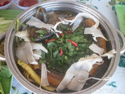 Đậm đà lẩu lươn nấu măng tre Mạnh Tông - 2
