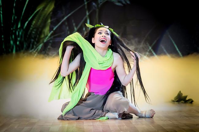 """Tối qua, trong chương trình """"Bước nhảy hoàn vũ"""", Chi Pu đã hóa thân thành nàng Xúy Vân trong vở chèo cổ Kim Nham"""