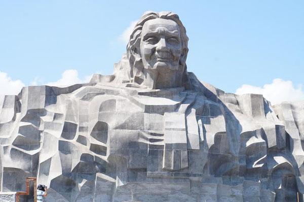 Dân đổ về tham quan tượng đài Mẹ Việt Nam Anh hùng - 7