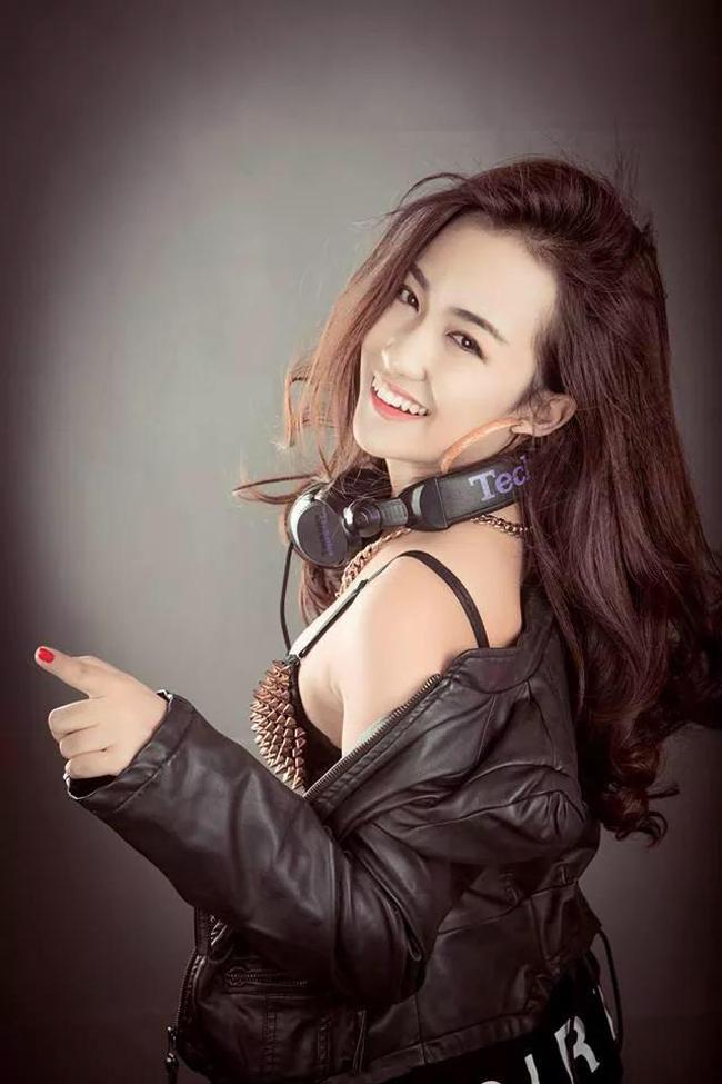 Trang Moon là một trong những nữ DJ nổi tiếng nhất ở Hà Nội.