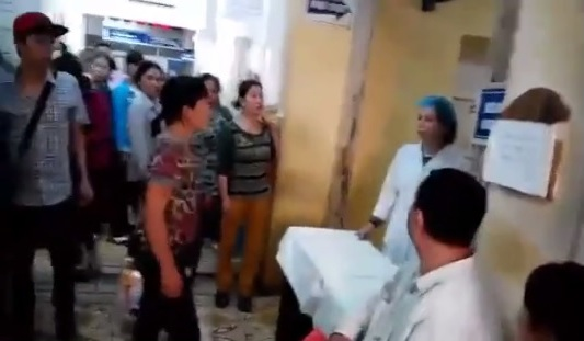"""Bộ trưởng Tiến: Cắt hợp đồng nữ điều dưỡng bị tố """"vòi"""" tiền - 1"""