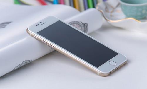 """Điểm mặt những điện thoại """"nhái"""" trắng trợn iPhone 6 - 7"""