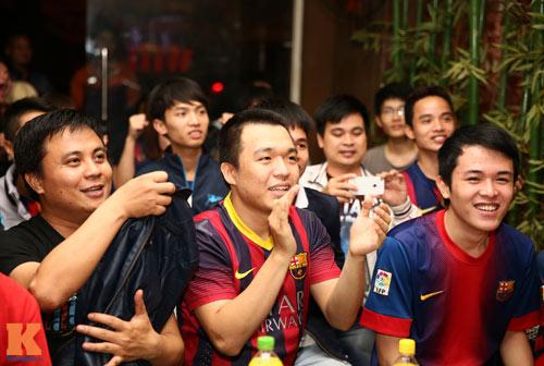 Fan Barca thức trắng đêm ăn mừng chiến thắng - 14