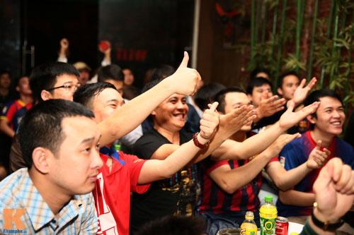 Fan Barca thức trắng đêm ăn mừng chiến thắng - 8