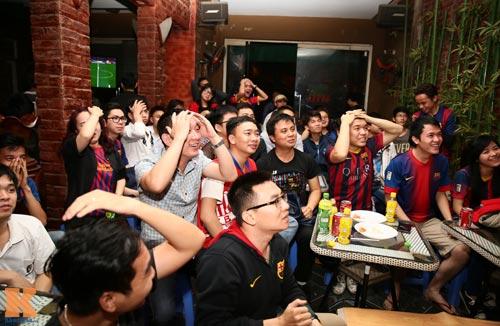 Fan Barca thức trắng đêm ăn mừng chiến thắng - 9