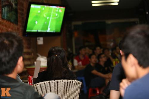 Fan Barca thức trắng đêm ăn mừng chiến thắng - 3