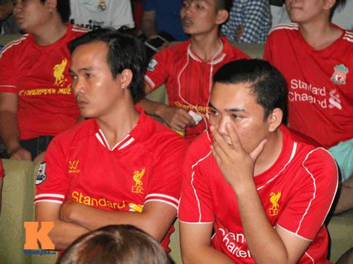 """Hạ knock-out """"kình địch"""" Liverpool, fan MU mở hội - 14"""