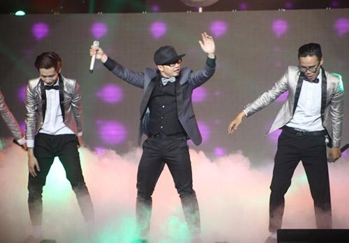 """Sơn Tùng lên top 1 The Remix sau """"nghi án"""" bỏ thi - 10"""