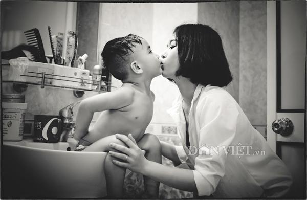 """Bộ ảnh """"Mom & Son"""" ngọt ngào của hot girl trường báo - 3"""