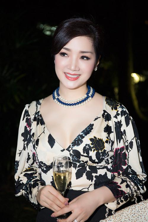 Hoa hậu Giáng My diện váy hàng hiệu gợi cảm - 3