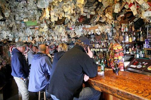 Hoa mắt vì quán bar được trang trí toàn bằng đô la - 7