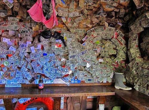 Hoa mắt vì quán bar được trang trí toàn bằng đô la - 3
