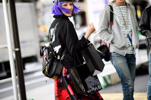"""Bạn trẻ Tokyo cực """"dị"""" với mũ tai thỏ, quần vá - 2"""