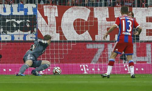 Neuer sai lầm ngớ ngẩn khiến Bayern trả giá đắt - 1