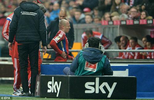 Neuer sai lầm ngớ ngẩn khiến Bayern trả giá đắt - 2