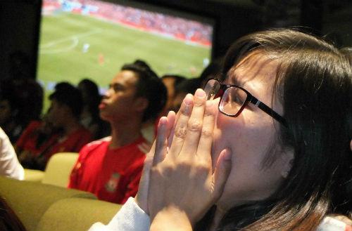 """Hạ knock-out """"kình địch"""" Liverpool, fan MU mở hội - 15"""