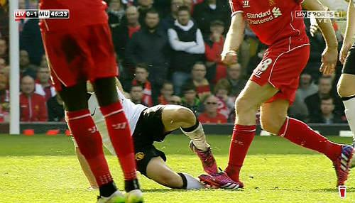 2 tình huống thẻ đỏ bị bỏ qua trận Liverpool-MU - 1