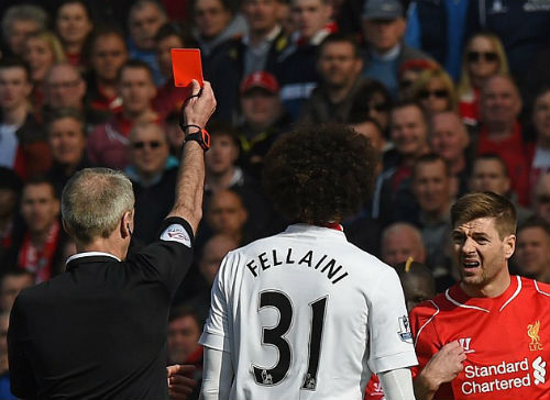 2 tình huống thẻ đỏ bị bỏ qua trận Liverpool-MU - 2