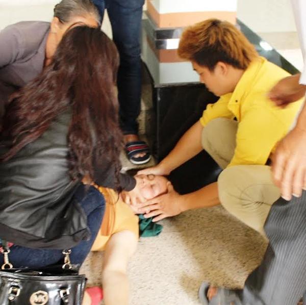 Phúc thẩm CA xã đánh chết học sinh: Thân nhân bị hại ngất xỉu tại tòa - 2