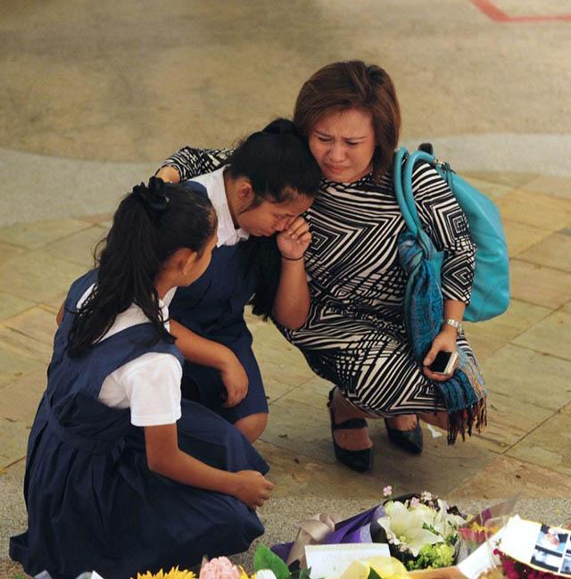 Người Singapore khóc nghẹn tiễn biệt ông Lý Quang Diệu - 3