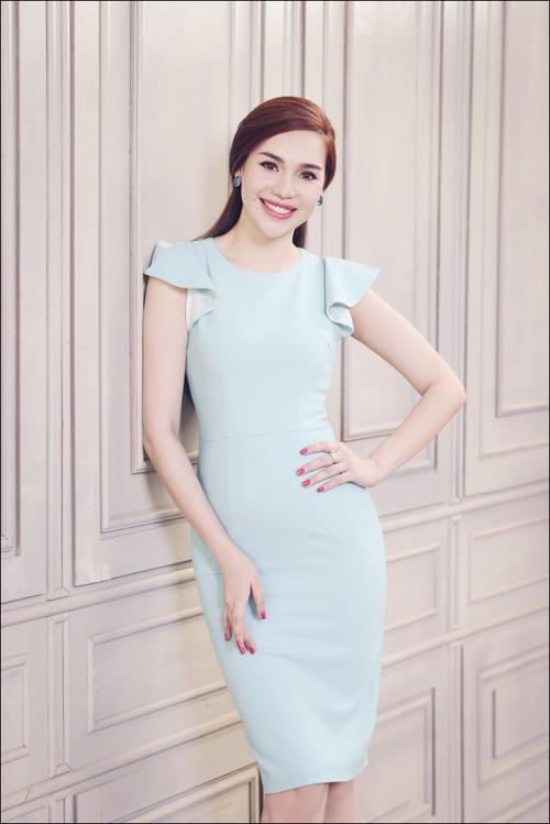 Hoa hậu Diệu Hân cuốn hút với váy hè - 1