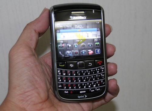 Điều gì khiến Blackberry giá 1,3 triệu hút khách cả nước? - 1